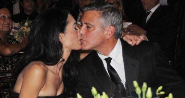 """George Clooney ha sposato la sua Amal <u><b><font color=""""#343A90"""">/FOTO</font></u></b>  Cerimonia privata con duecento ospiti"""