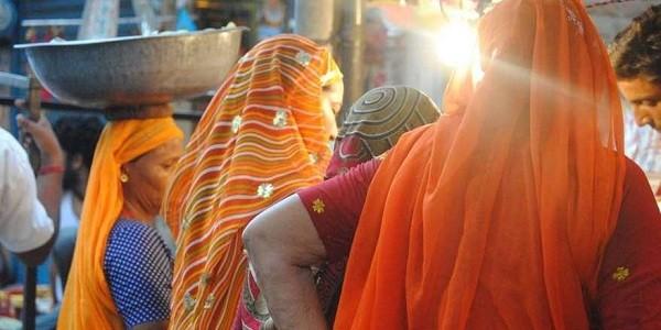 Ragazza indiana chiusa in bagno si24 - Ragazze spiate in bagno ...