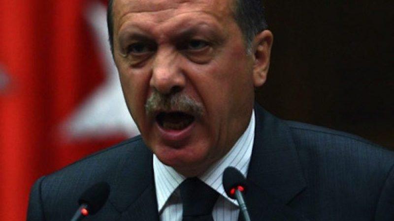 Crisi in Turchia, la lira crolla ed Erdogan invoca Allah