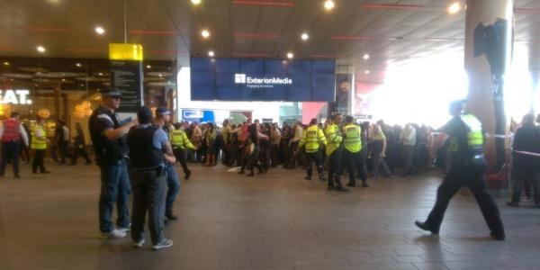 Allerta a Londra, evacuate due stazioni della metro | A Golders Green sospetti per un'auto abbandonata