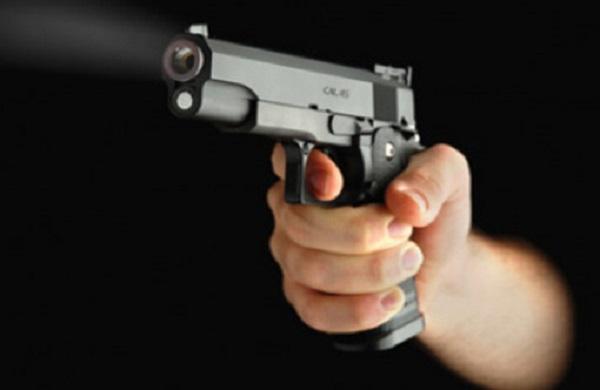 Salerno, titolare di un'officina ucciso a colpi di pistola sotto casa