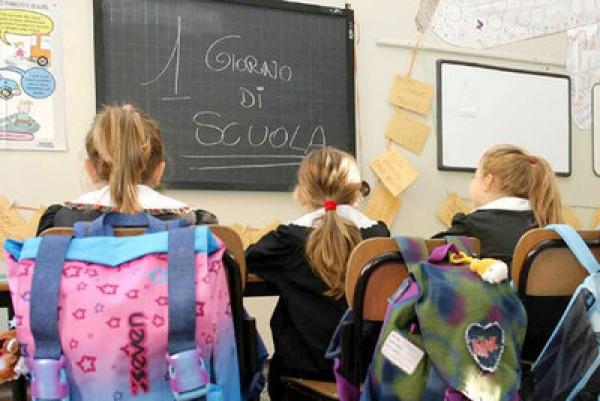 """Scuola negata a una bimba malata di Aids"" | Il ministro Giannini: ""Tornerà in classe"""