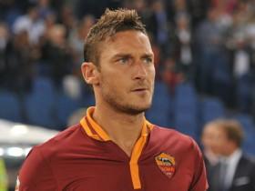 Totti compie 38 anni, Francesco Totti, Totti, Serie A, calcio, calcio italiano, compleanno Totti,