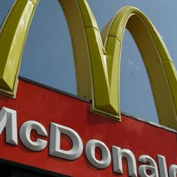 Milano, scoppiati due incendi in due McDonald's