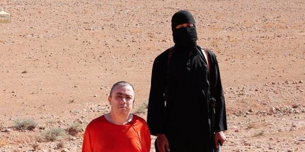 """Isis, il <u><b><font color=""""#343A90"""">VIDEO</font></u></b> integrale della decapitazione dell'ostaggio Alan Henning"""