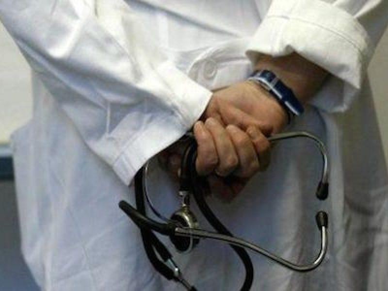 Alba, ipnotizzava le pazienti e abusava di loro