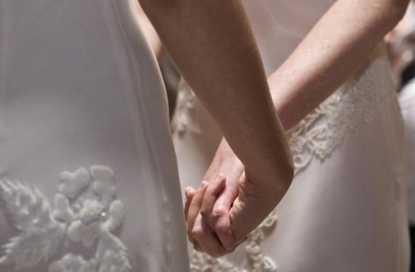 Germania, svolta storica: sì al matrimonio gay | Il Bundestag approva il testo, Merkel vota contro