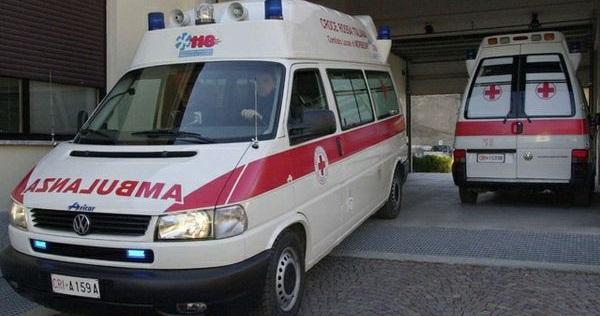 Auto si ribalta nel Napoletano, un morto | Al conducente è stata amputata la gamba