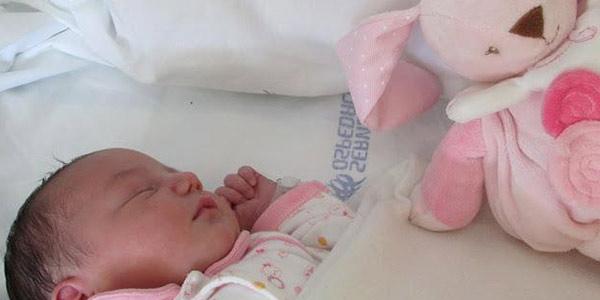 Lipari, non c'è il punto nascita e partorisce a casa |La tradizione si fa 2.0: ostetrica conosciuta online