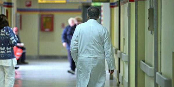 Catania, curava i tumori con il bicarbonato | Medico condannato a 5 anni per omicio colposo