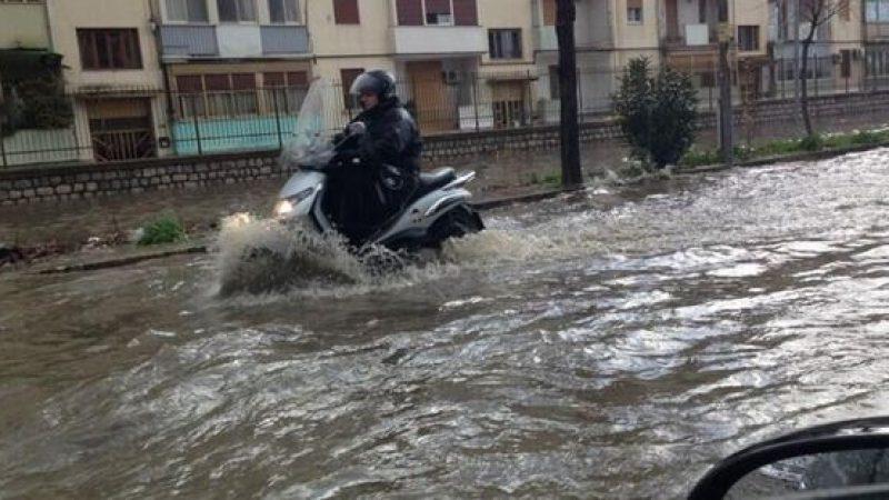 Maltempo, l'emergenza si sposta nel Sud Italia   Allagamenti e alberi caduti in Campania e Sicilia