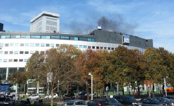 Parigi, in fiamme la Maison de la Radio | Evacuato tutto il personale dello stabile