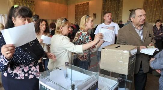 Voto in Ucraina, Poroshenko è avanti | I filo-russi in Parlamento con più del 7%