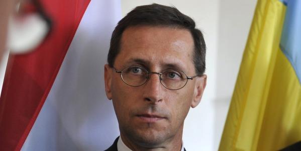 Il governo ungherese vuole la tassa su internet ma i for Tassa di soggiorno budapest