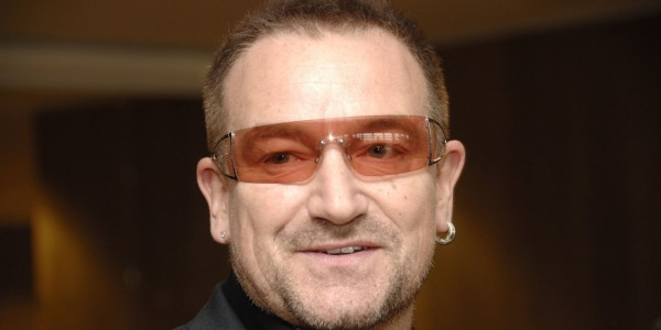 Momenti di paura per Bono: il jet privato perde un pezzo