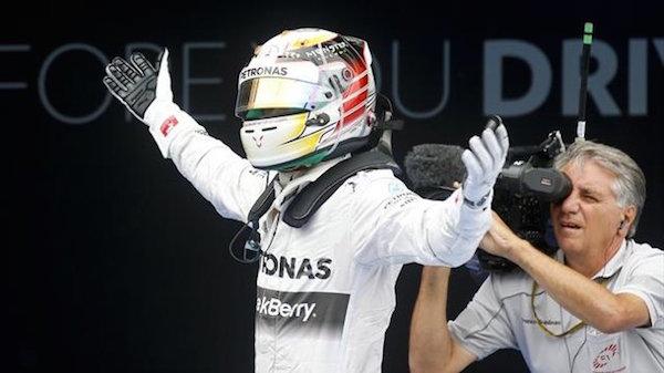 F1, Suzuka: Hamilton vince e raggiunge Senna | Secondo Rosberg, terzo Vettel. Kimi è quarto