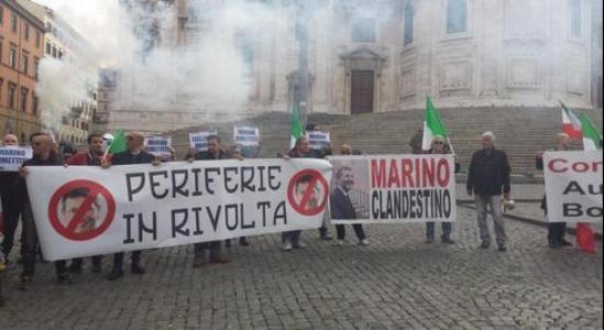"""Corteo a Roma, """"Basta degrado nelle periferie""""   Non si ferma la protesta, contestato il sindaco"""