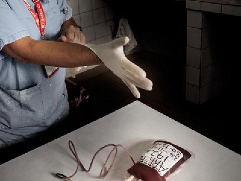 Piantava aghi sui sedili dei bus, incastrato un infermiere
