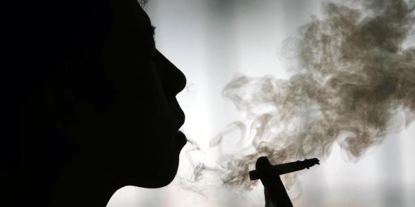 Brutte notizie per i fumatori, multe e immagini shock per farli smettere