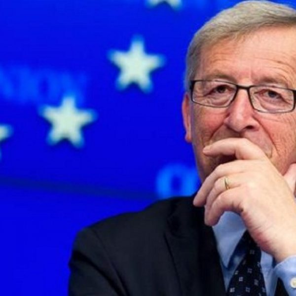 Manovra, scontro con l'Ue. Juncker: