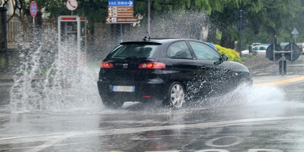 Maltempo, nuova allerta della Protezione civile | Previste forti piogge sulle regioni del Nord