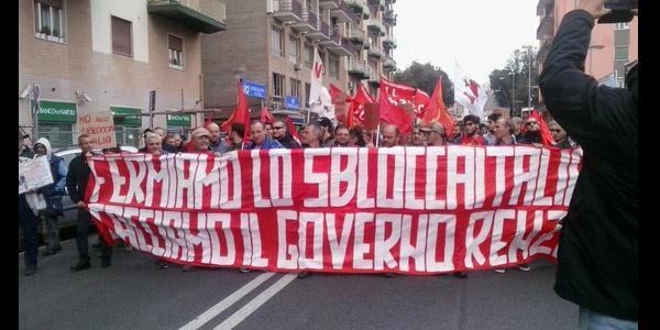 Tensione A Napoli Contro Lo Sblocca Italia Decine I