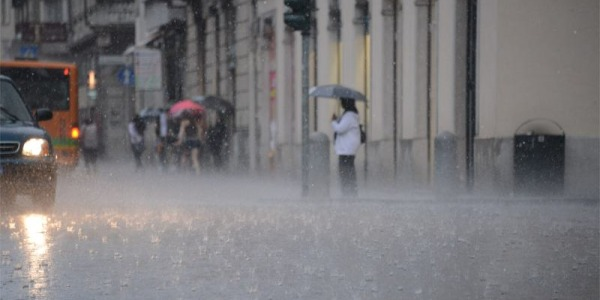 Un nubifragio si abbatte sulla città Strade allagate, tanti gli interventi