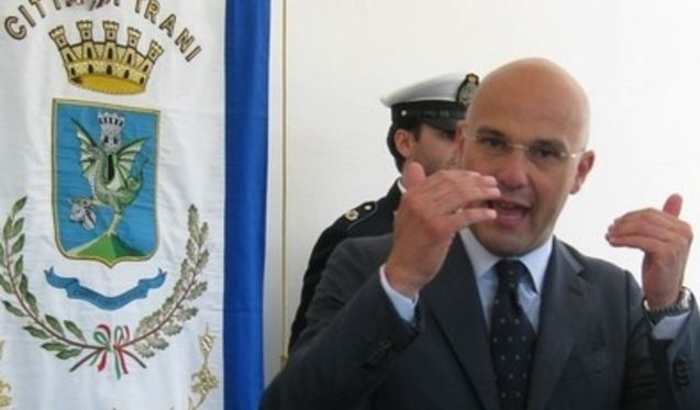 Trani, in manette il sindaco e altre 5 persone | Sono accusati di reati contro la p.a.