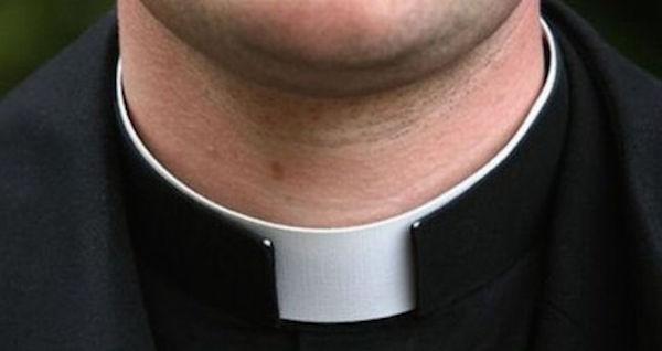 Droga in cambio di sesso, indagato un parroco | Il cardinale Scola lo ha sospeso da ogni incarico