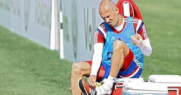 """Robben morso alla mano da un coccodrillo in Qatar <u><b><font color=""""#343A90"""">/FOTO</font></u></b>"""
