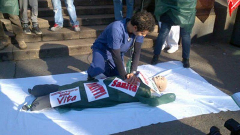 #ProntoSoccorsoKo, flash mob della Cgil | Medici, infermieri e operatori sanitari in piazza