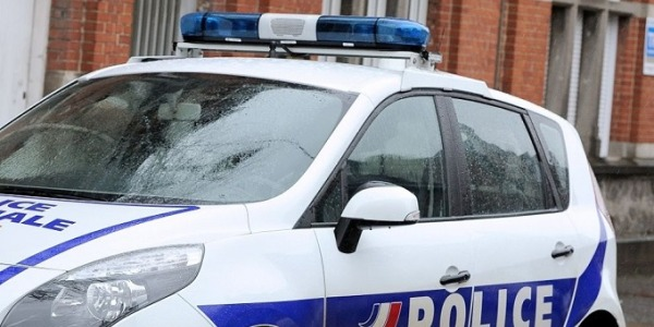 Nuova sparatoria a Parigi, è caccia all'uomo | Morta una poliziotta, ferito un altro agente