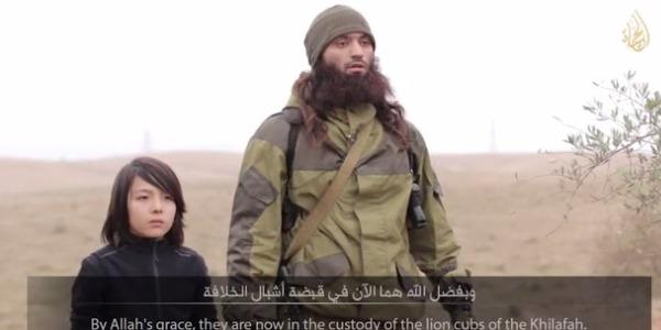 """Isis, il <u><b><font color=""""#343A90"""">VIDEO</font></u></b> integrale del bambino che spara a freddo"""