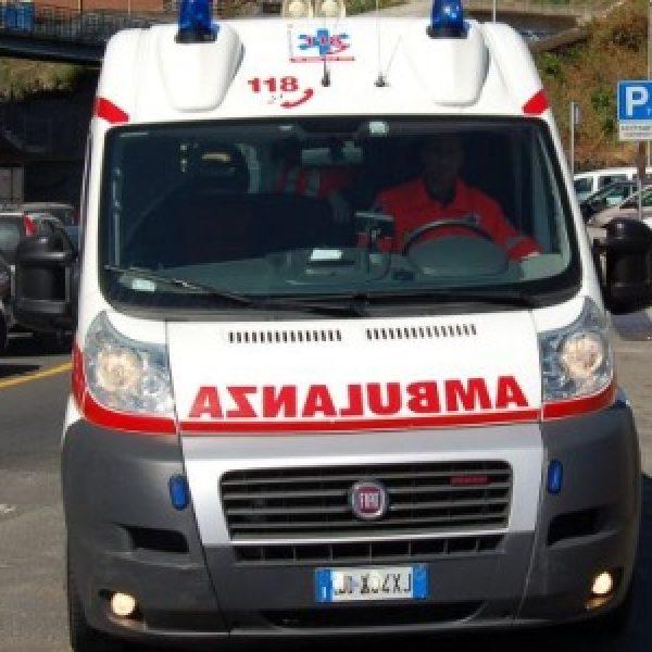 Varese, tir travolge due pedoni: un morto e un ferito grave