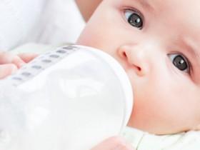 asili-liguri-allattamento-nei-biberon-con-il-latte-materno-progetto-pilota-asilo-coniglio-blu