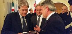 da sx Ministro Gentiloni, Ambasciatore De Cardona, Giovanni Tumbiolo