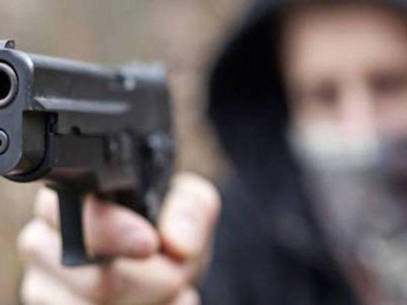 gioielliere uccide rapinatore, omicidio napoli, rapina gioielleria corso Durante, rapina via roma, rapinatore ucciso Napoli
