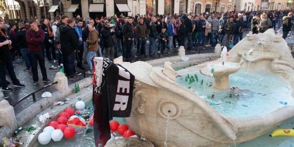 """Hooligan del Feyenoord, sei arresti. Grillo: """"Se arrivasse l'Isis a Roma, cosa accadrebbe?"""""""