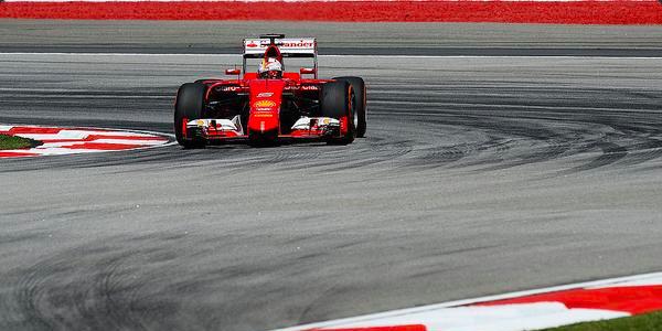 F1, Malesia: Vettel si schianta contro Rosberg e si ritira. Sarà penalizzato nella prossima gara / VIDEO
