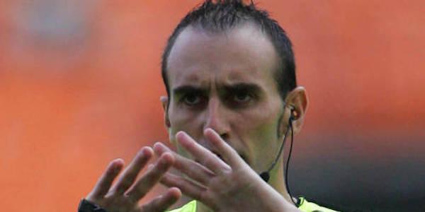 Genoa-Cagliari, l'arbitro Russo si fa male (nuovamente): al suo posto fischia Guida