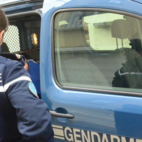 Francia, detenuto islamista accoltella 3 secondini