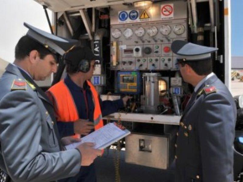 attentato serbatoio carburante libia, carburante libia, contrabbando carburante libia, gasolio dalla libia, gasolio libia, operazione gasolio libia, traffico gasolio dalla libia
