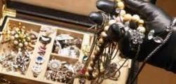 finti gioiellieri rubano, torino finti gioiellieri rapinano un rappresentante, rappresentante derubato da due finti gioiellieri