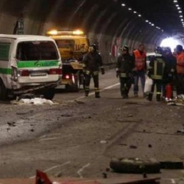 Brescia, camion di un'acciaieria perde il carico | Due morti e un ragazzo in gravi condizioni