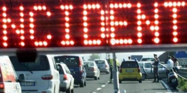 Schianto mortale sull'A1, coinvolti due tir | Oltre 2 km di coda, sul posto la Stradale