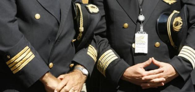 alitalia, piloti alitalia truffano lo stato, piloti alitalia in cassa integrazione lavorano all'estero, alitalia piloti truffatori, indagini della finanza su piloti alitalia