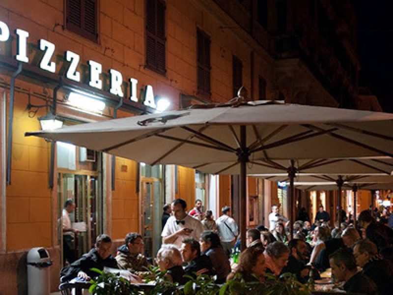 Roma bevono acqua in una pizzeria ricoverati per intossicazione due bambini si24 - Pizzeria con giardino roma ...
