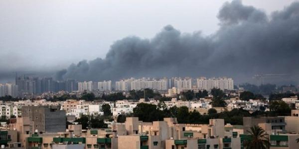 Bengasi, autobomba contro moschea: morti e feriti