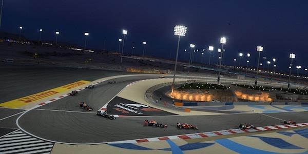 GP Bahrain, Hamilton sugli scudi: è pole. Prima fila per Vettel (secondo), poi Rosberg e Raikkonen