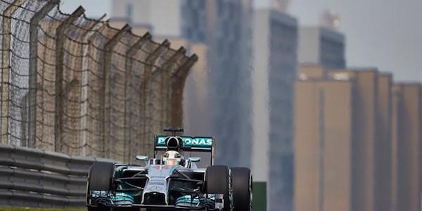 GP Cina, Hamilton il più veloce nelle libere. Secondo Raikkonen, Vettel quarto